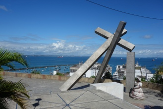 The fallen cross (Largo da Cruz Quebrada)