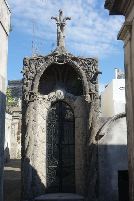 A really interesting tomb I found In the cemetery of la recoleta